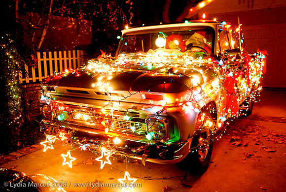 how to decorate your car for the holidays tamrazs parts 800 442 4601. Black Bedroom Furniture Sets. Home Design Ideas